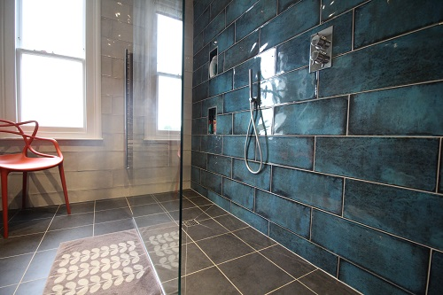 How to decide which tiles to use in your bathroom
